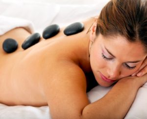 Hot Stone Massage auf Massageauflagetest